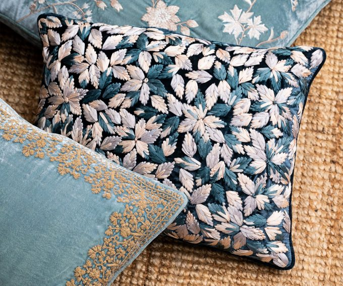 Enny – Indigo blue cushion silk velvet 30cm x 40cm
