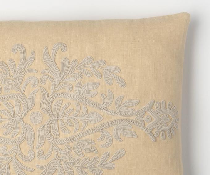 Suzana cushion detail – Cream linen cushion. Natural linen cushion 50mm x 30mm