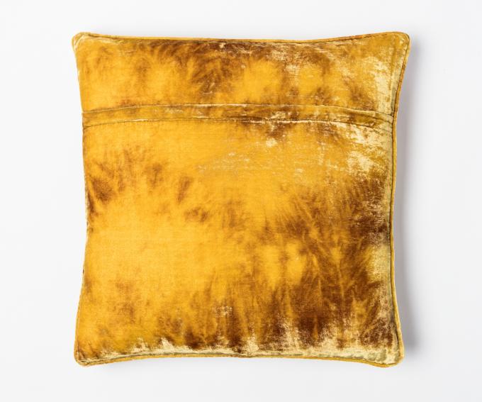 Fina - gold velvet cushion in shaded oro