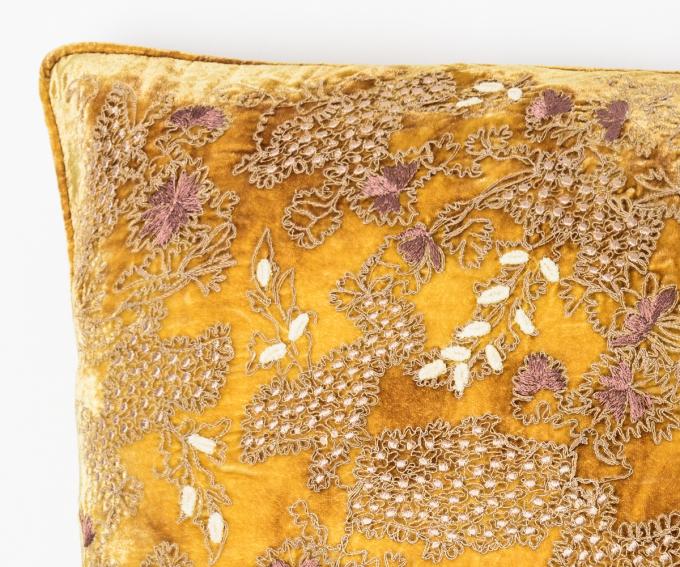 Fina cushion - Shaded Oro